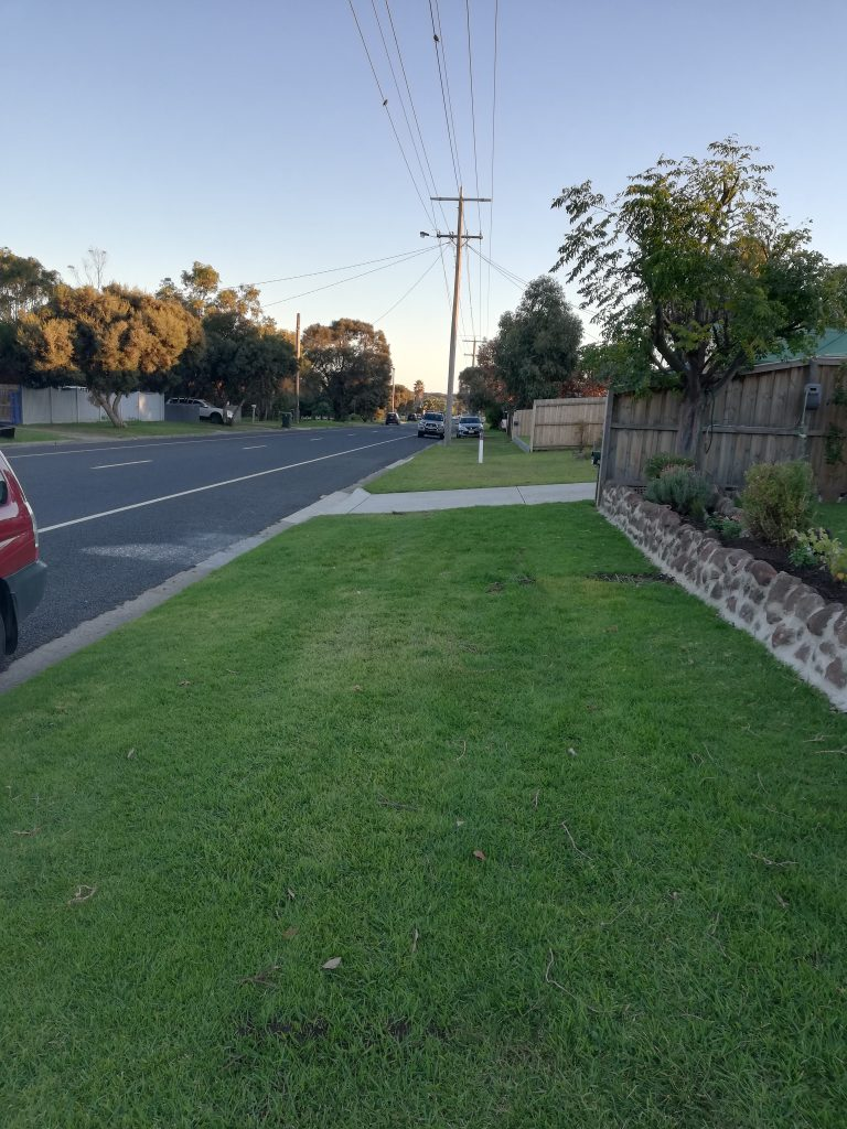 Bonnyvale Rd looking south- Example of no public footpath